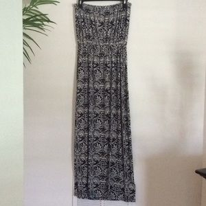 Dresses & Skirts - Ann Taylor Black & White Strapless Maxi Dress MP
